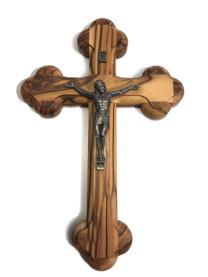 Croce sagomata con Cristo in metallo