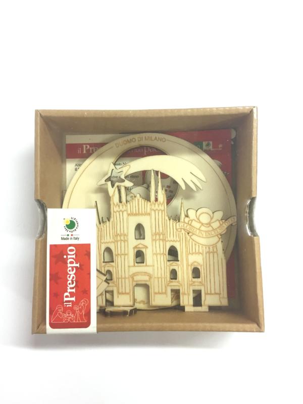 Presepe in legno con Duomo di Milano