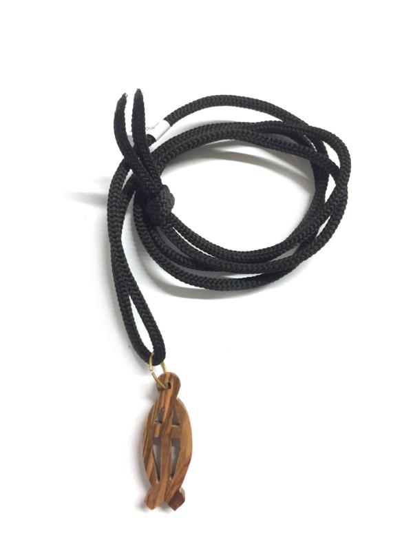 Ciondolo in legno a forma di pesce con cordoncino